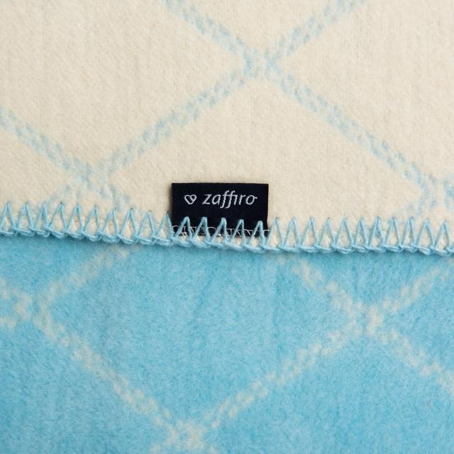 Mīkstā kokvilnas sedziņa (krāsas zilas kvadrātiņas) 75x100cm